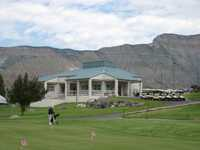 Battlement Mesa GC: clubhouse & putting green